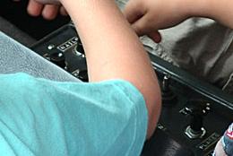 nails-button-close-1200